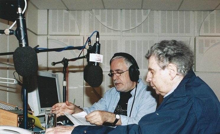 Ο Γιάννης Πετρίδης με τον Μίκη Θεοδωράκη στο στούντιο της ΕΡΤ