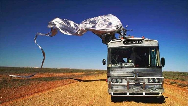 drag tour bus