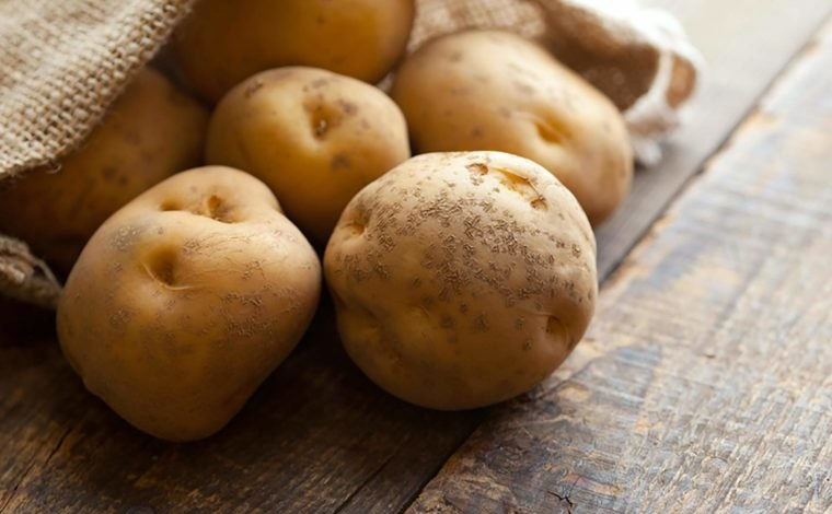 01 Potatoes Foods You Should Never Ever Eat Raw 112622522 optimarc 760x506