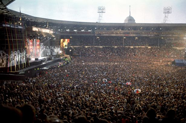 1990 Night falls on the huge crowd at the Nelson Mandela concert at Wembley Stadium