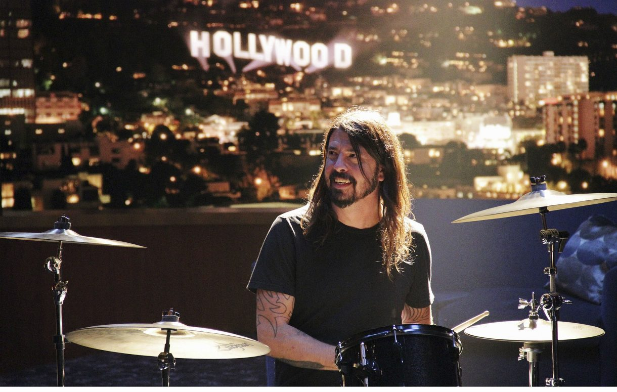 GettyImages 497930826 DAVE GROHL 2000 1220x775