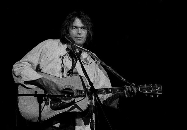 Neil Young 1504272151 640x444